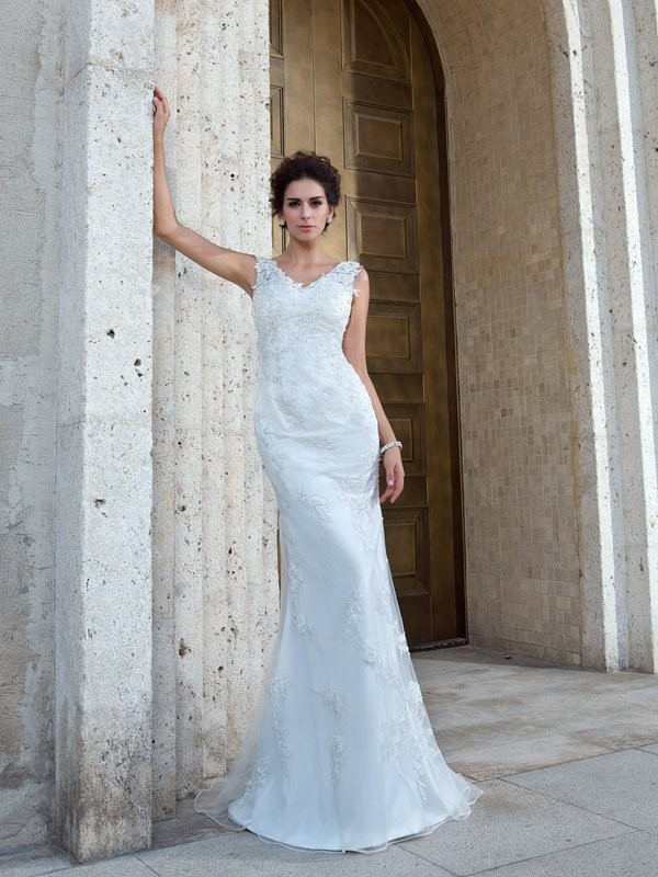Trumpet/Mermaid V-neck Applique Long Net Wedding Dress
