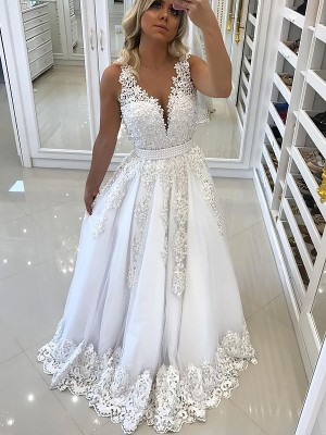 A-Line/Princess V-Neck Floor-Length Tulle Dress with Lace