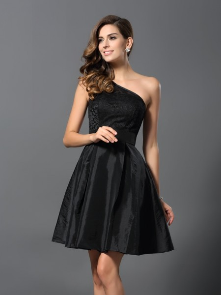 A-Line/Princess One-Shoulder Short Taffeta Bridesmaid Dress
