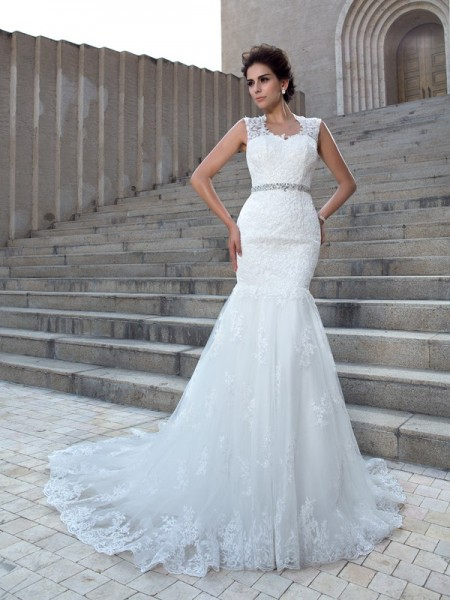 Trumpet/Mermaid V-neck Applique Lace Wedding Dress