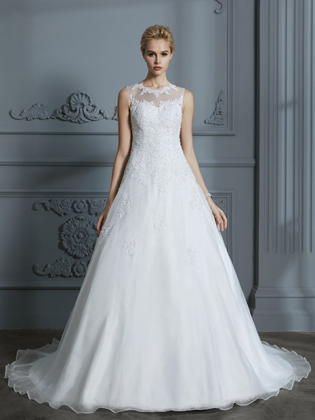 Ball Gown Scoop Sleeveless Tulle Court Train Applique Wedding Dress