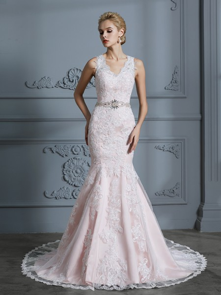 Trumpet/Mermaid V-neck Sleeveless Applique Tulle Court Train Wedding Dress