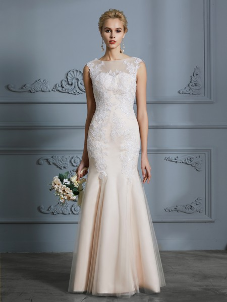 Trumpet/Mermaid Scoop Sleeveless Tulle Applique Long Wedding Dress