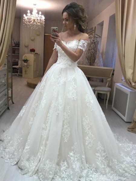 A-Line/Princess Off-the-Shoulder Sleeveless Applique Tulle Sweep/Brush Train Wedding Dress