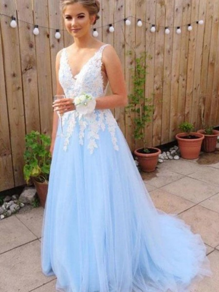 A-Line/Princess Sleeveless V-neck Applique Tulle Sweep/Brush Train Dress