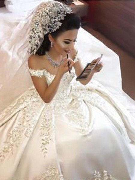 Ball Gown Off-the-Shoulder Sleeveless Sweep/Brush Train Applique Wedding Dresses with Satin