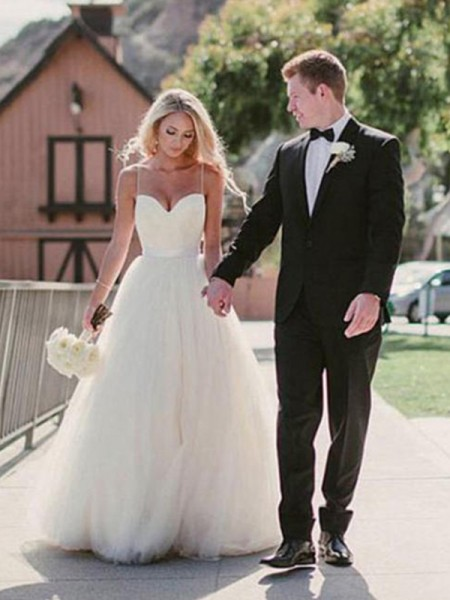 Ball Gown Sleeveless Tulle Wedding Dress