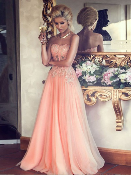 A-Line/Princess Strapless Applique Floor-Length Chiffon Dress